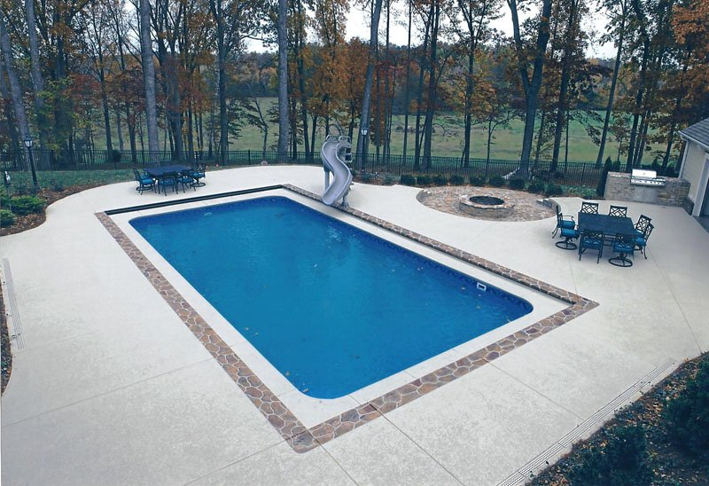 Cool ideas in 2016 for a concrete pool deck sundek for Cool decking around pool